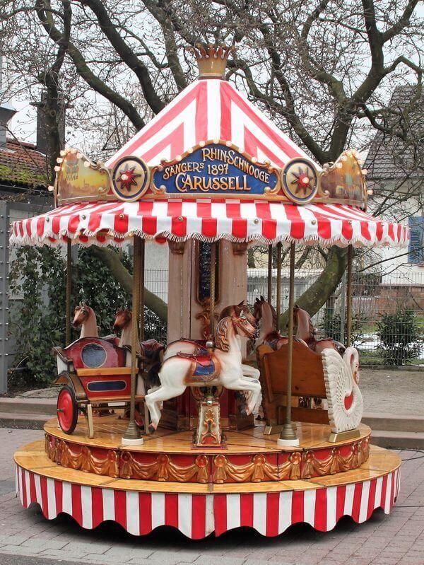 Kinderkarussell mit 12 Plätzen