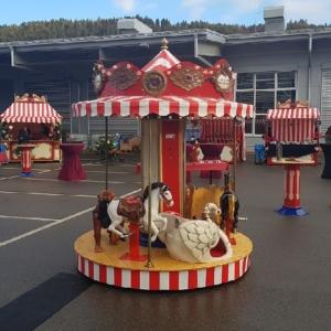 Nostalgisches Kinderkarussell mit 9 Plätzen